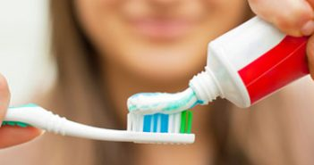 02-white-teeth-chuck-old-toothbrush-sl